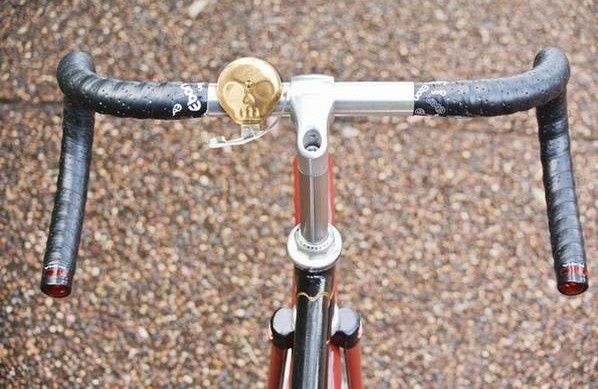 Suck UK fietsbel doodshoofd 6,5 x 4 cm staal/messing goud