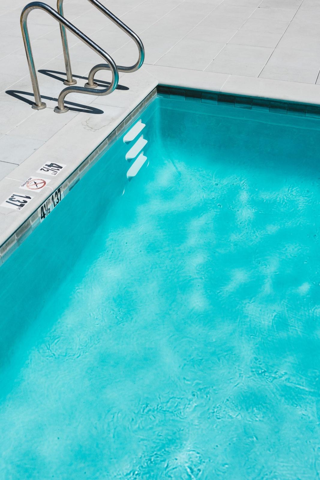 Zwembad met schoon, helder water